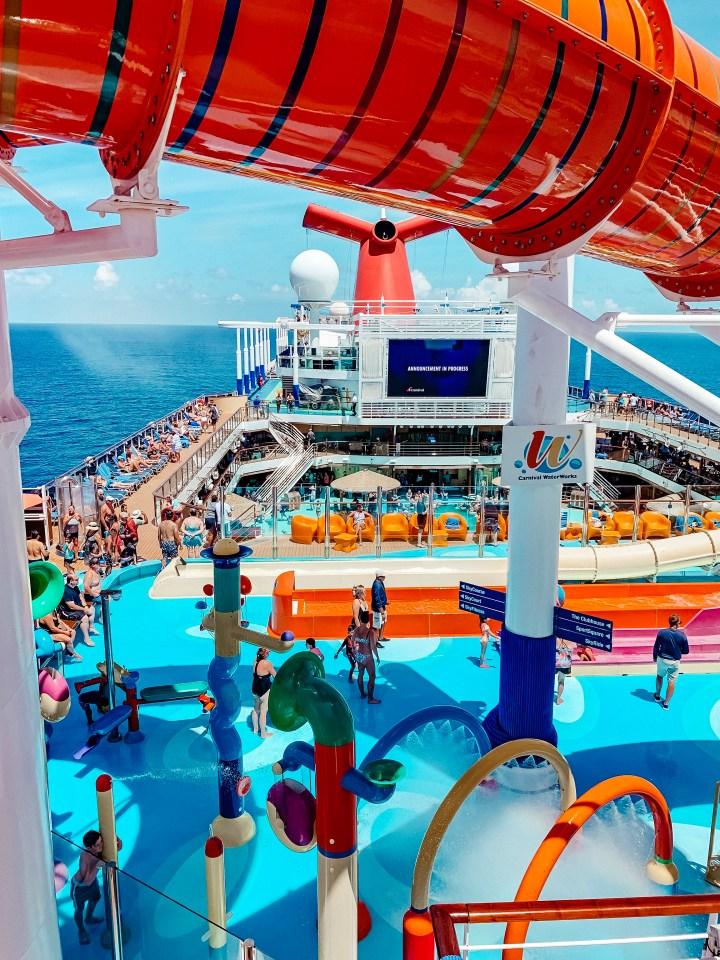carnival-cruise-pool