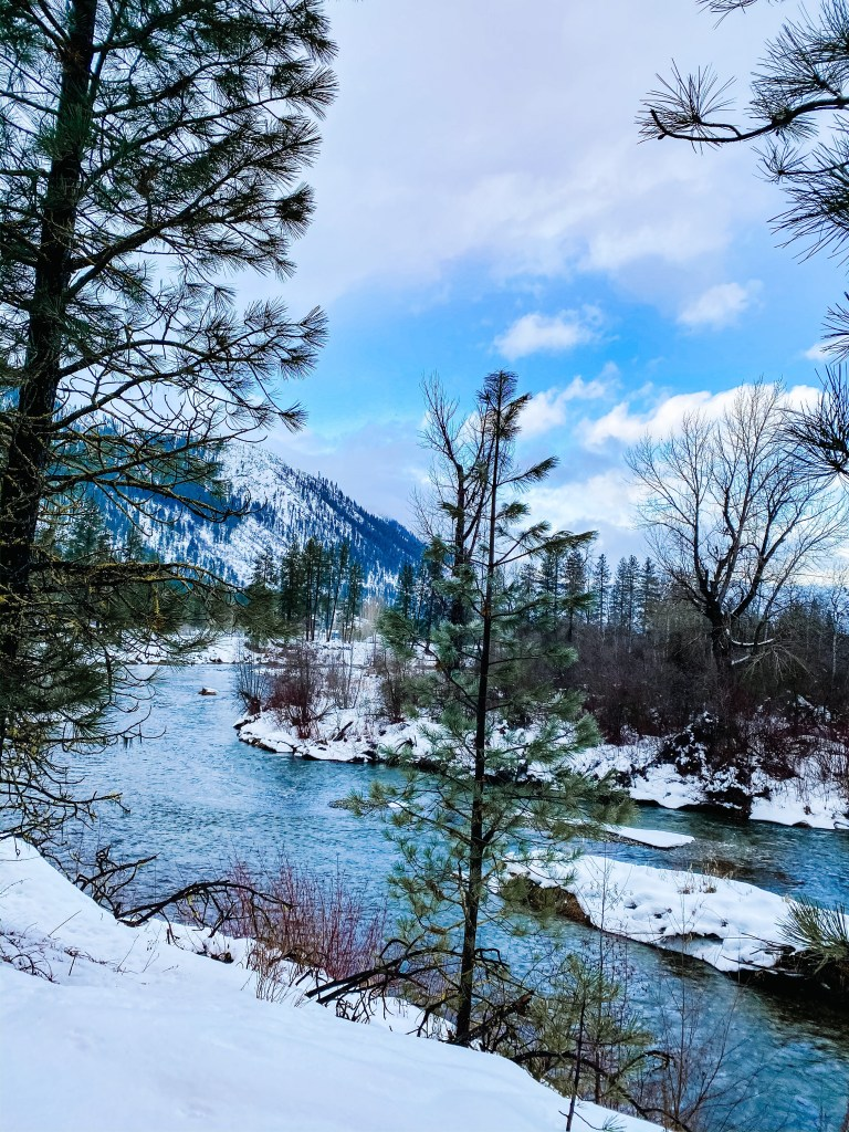 snowshoe-tour-washington-state