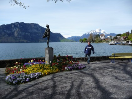 "Monsieur Le Chic imitates the ""Statue On The Lake"" at Weggis"