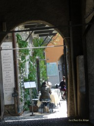 Looking through the archway Varenna