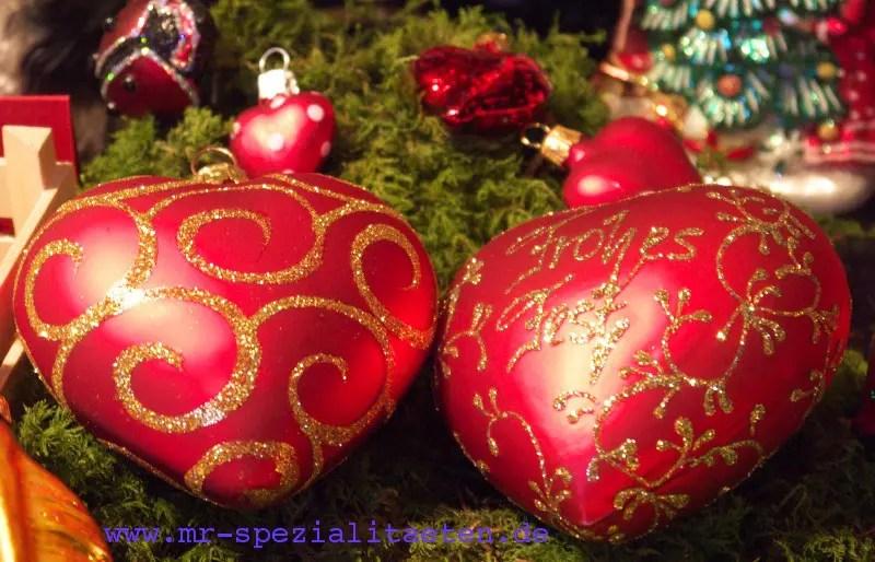 2 Herz-Christbaumkugeln in rot