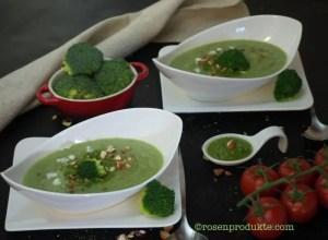 2 Schüsselchen mit Brokkoli-Suppe