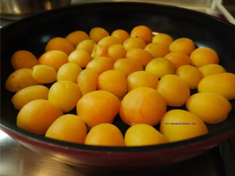 Aprikosen in der Pfanne