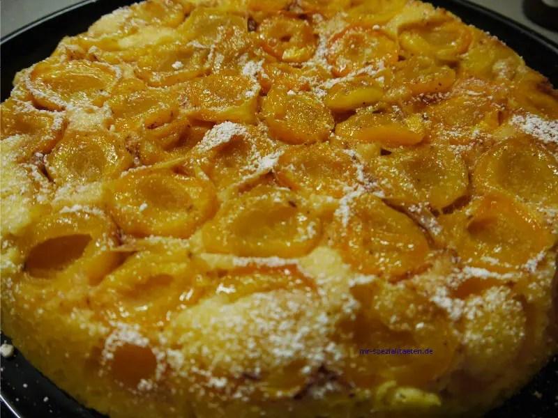 Aprikosenkuchen in der Pfanne