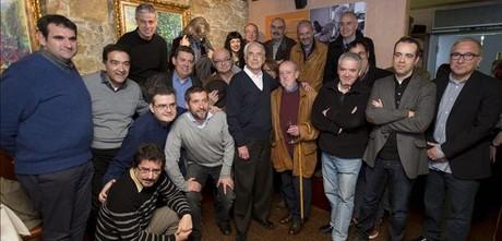 Encuentro de Josep Maria Espinàs con columnistas de la prensa de Barcelona, en el restaurante Lázaro