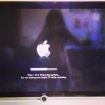 Chica_instala__appletv_a_chico__por_sorpresa___