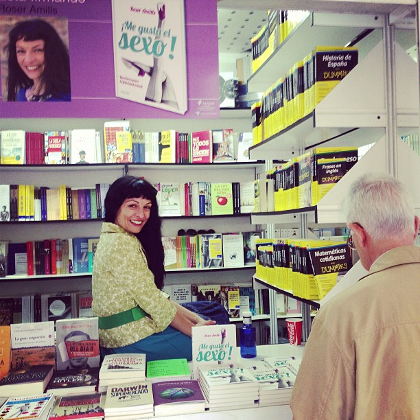 roser amills en la caseta de la feria del libro de madrid 2013