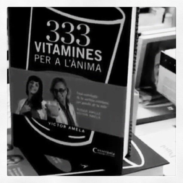 333 vitamines roser amills y victor amela blanco y negro