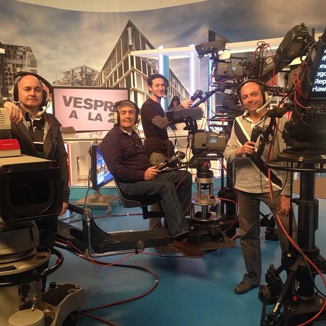 Us presento el meravellós equip de càmeres de Vespre a La 2 Saben posar per a la foto, oi?