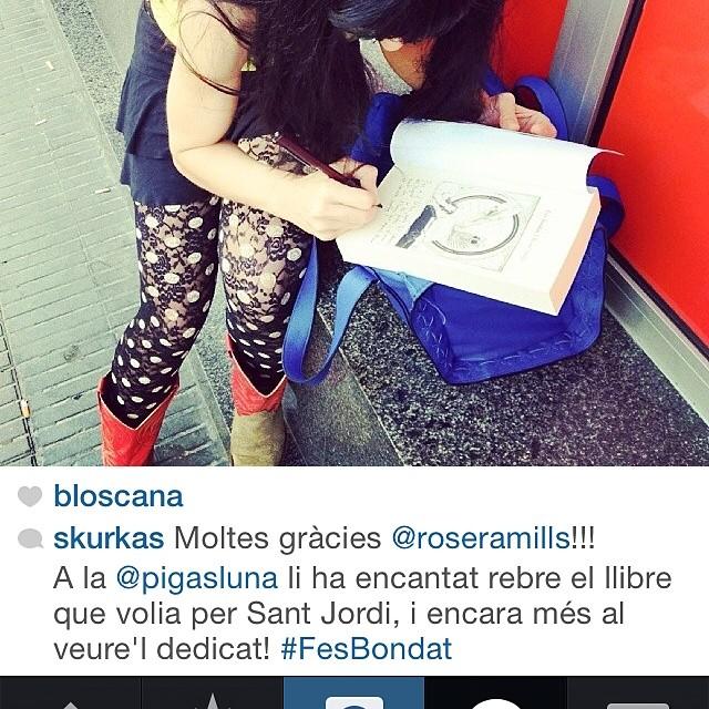 Quina sort que té @pigasluna del @skurkas i la seva voluntat de creuar el món per trobar-li el llibre que ella volia!!!!