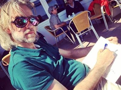 Mi hombre prepara entrevista al gran gran artista #ultralocal Antoni Pitxot. Yo… disfruto :))