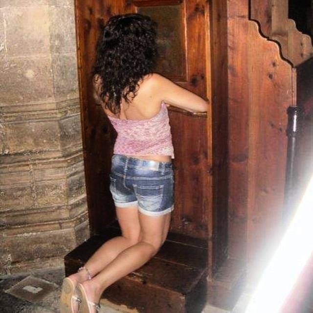 roser amills de rodillas confesionario catedral de palma de mallorca