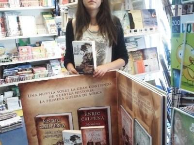 """by @matarranyacom """"@raquel_boira con #Sebuena de @roseramills uno de los #SuperVentas del #verano en @serretllibres #fantasia muy terrenal donde las #hadas no son lo que parecen ;)) #Matarranya #Destino 10! #turismo #literaturaRural #SienteTeruel Lugares #conalma ;))))"""""""