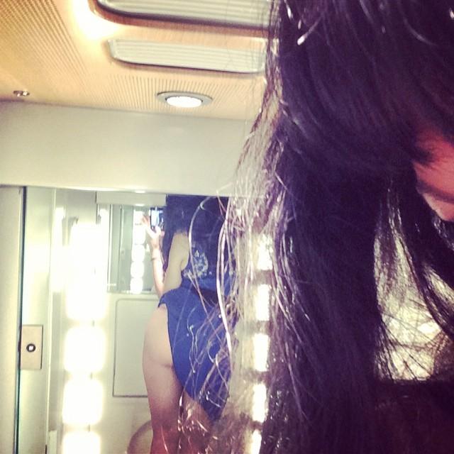 roser amills foto del culo falda azul en el lavabo del ave madrid barcelona