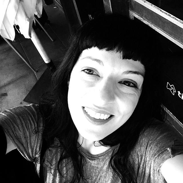 roser amills selfie en blanco y negro