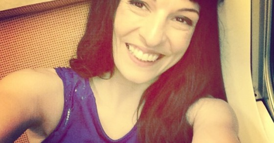 roser amills selfie en el avion vestido azul