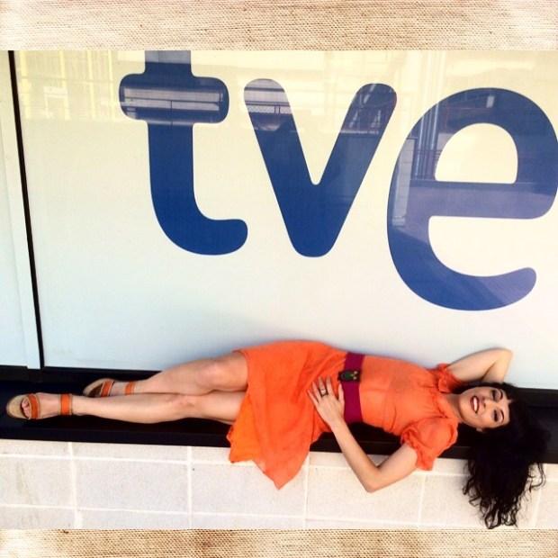 roser amills tumbada TVE programa vespre a la 2