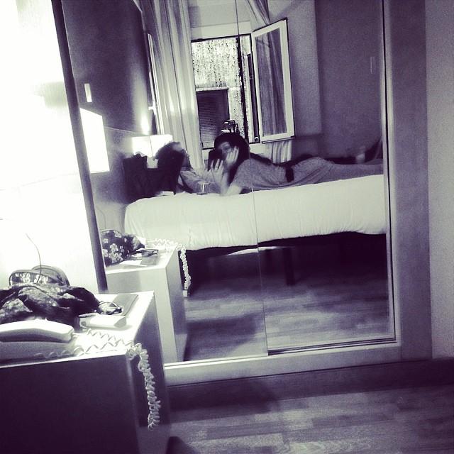 roser amills y victor amela en el hotel nh de madrid feria del libro
