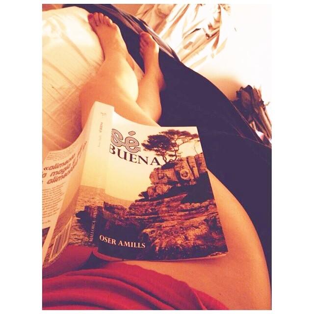 se buena de roser amills lectora lee la novela desnuda