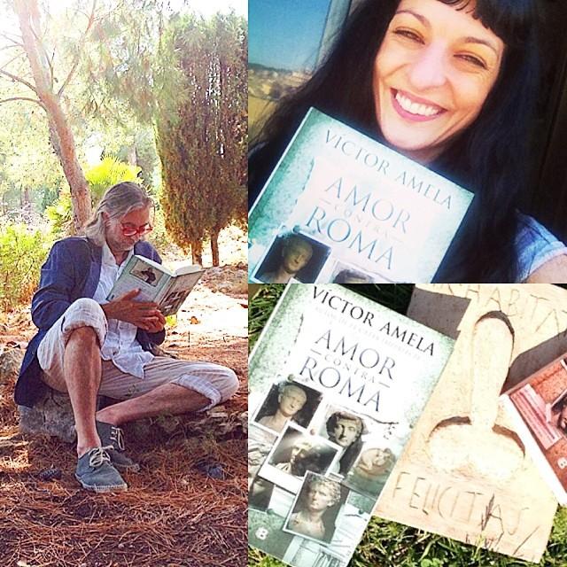 roser amills y victor amela con sus libros en el bosque