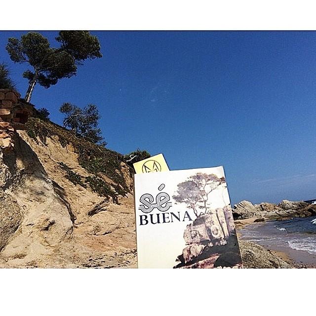 Reading #sébuena in paradise (by @maryboonebar ;))
