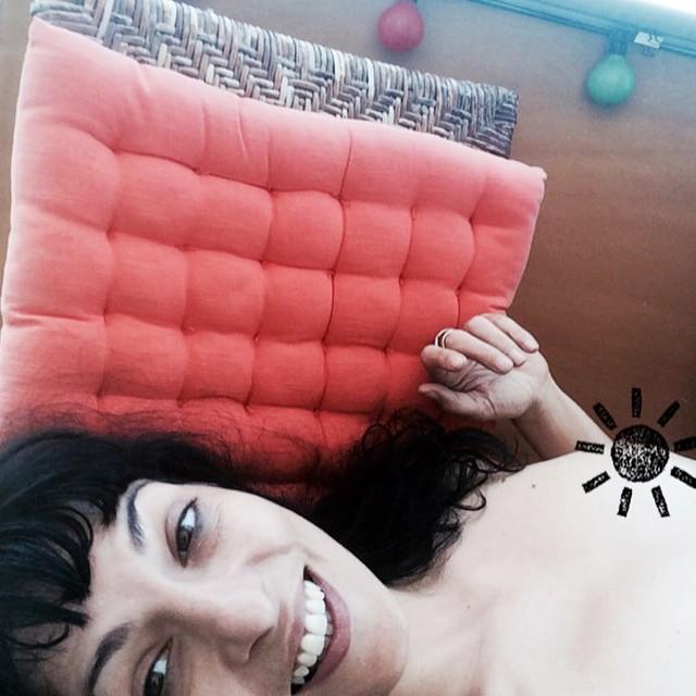 roser amills desnuda tumbada balcon poblenou
