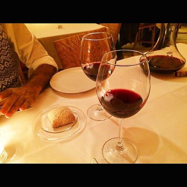 copas de vino cena roser amills y victor amela
