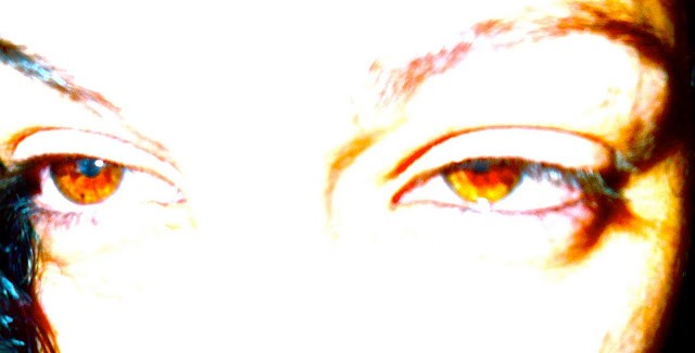ojo marron de roser amills