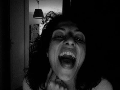 roser amills boca abierta blanco y negro