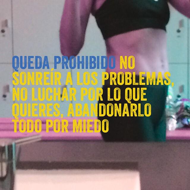 Queda prohibido no sonreír a los problemas, no luchar por lo que quieres, abandonarlo todo por miedo... ;))
