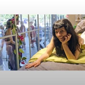 roser amills en pijama escaparate de la mallorquina