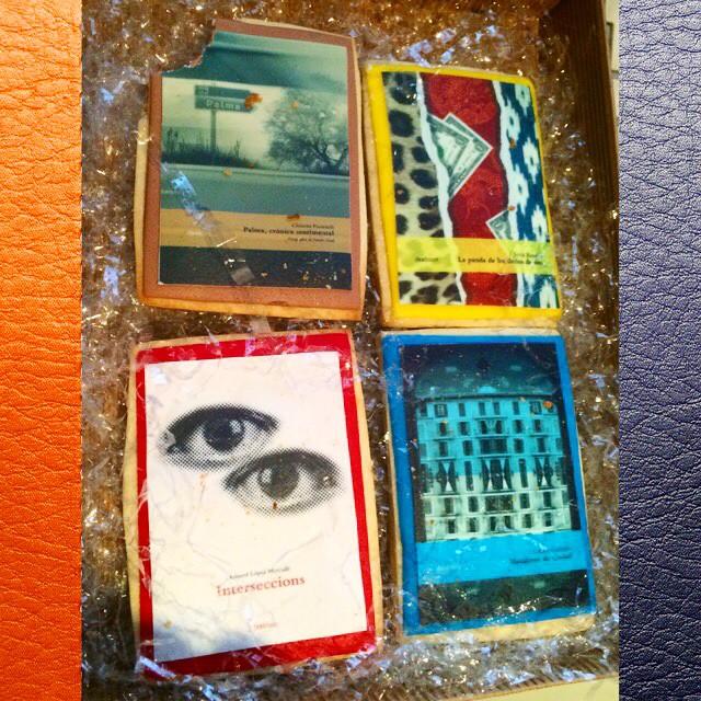 Dulce regalo de reyes de Ifeelbook | Galletas de su fondo editorial! Ya empecé con una!