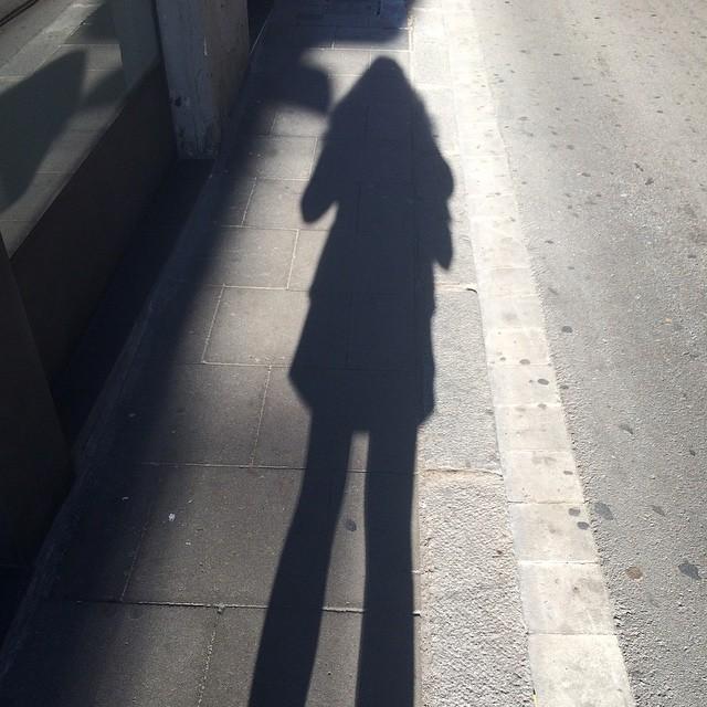 """""""La sombra no existe; lo que tu llamas sombra es la luz que no ves"""" Henri Barbusse"""