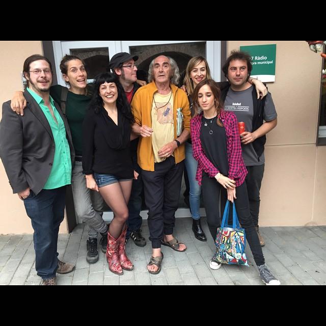 Foto de grup del collonuts maleïts meravellosos poetes que hem recitat a Sant Celoni, visca el #festivaldepoesia !!