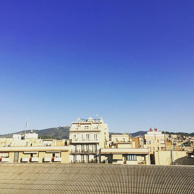 Buenos días, bestiezuelas bonitas, a disfrutar del azul!!! :))