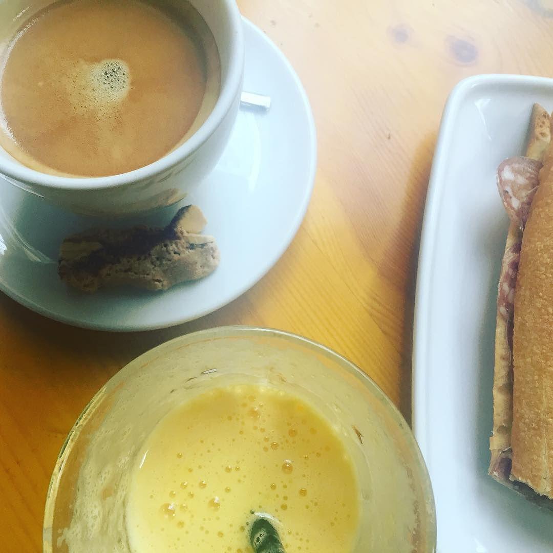 Cafè dedicat a la @mariamoyamartin pel bon dia tan maco d'aquest matí!!