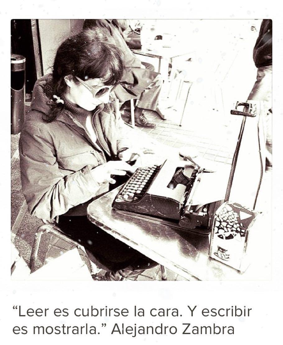 Leer es cubrirse la cara. Y escribir es mostrarla. Alejandro Zambra