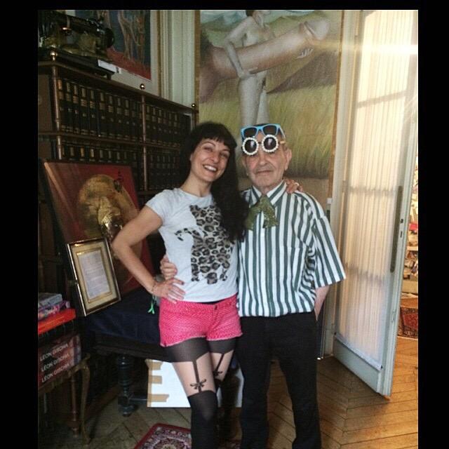 Roser Amills con Fernando Arrabal en París