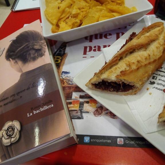 """Gracias @evareganamunoz por desayunar con #labachillera !! """"...las damas con exceso de lectura espantan a los buenos maridos..."""""""