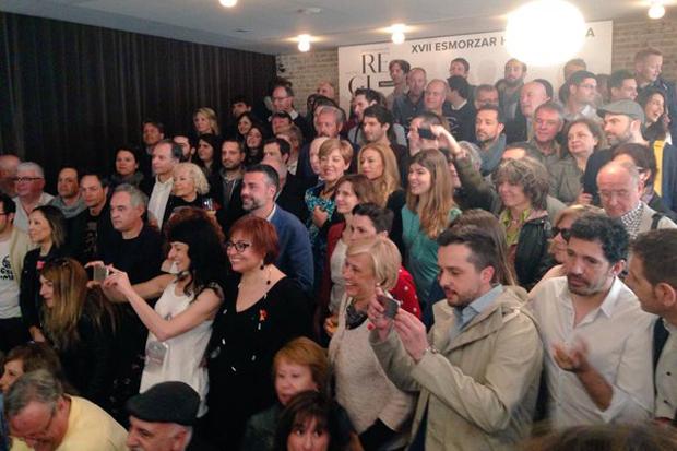 Agencia EFE | Una multitud hace suyas las calles de Cataluña de un Sant Jordi sabatino