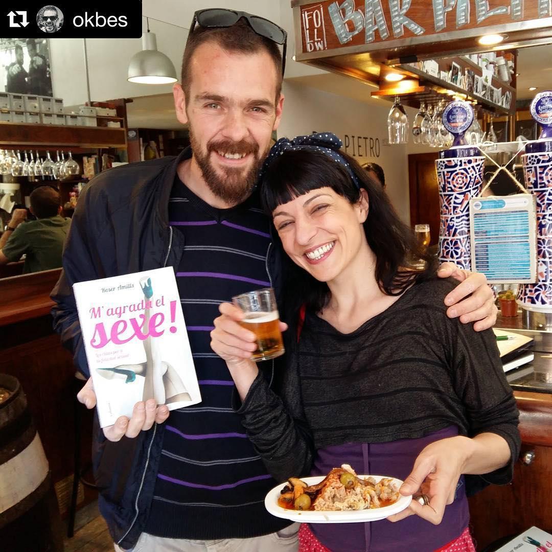 @okbes ・・・ Moltes gracies @roseramills pel teu llibre al @bar_pietro i amb la millor companyia