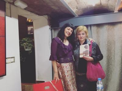 Todo mi agradecimiento a Angelique Pfitzner, presentadora de lujo de La bachillera en la libreria Athenea
