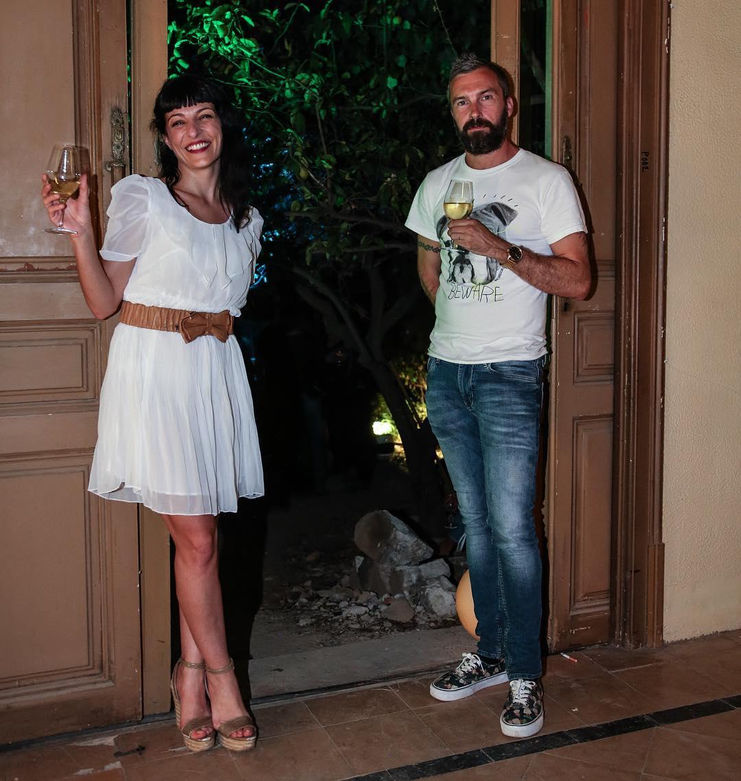 Mi momento afortunado 😊@VinoAfortunado con @carlesalmagro por @victorlobe #vinoafortunado #momentosA #villamyfair 👠👠🍷