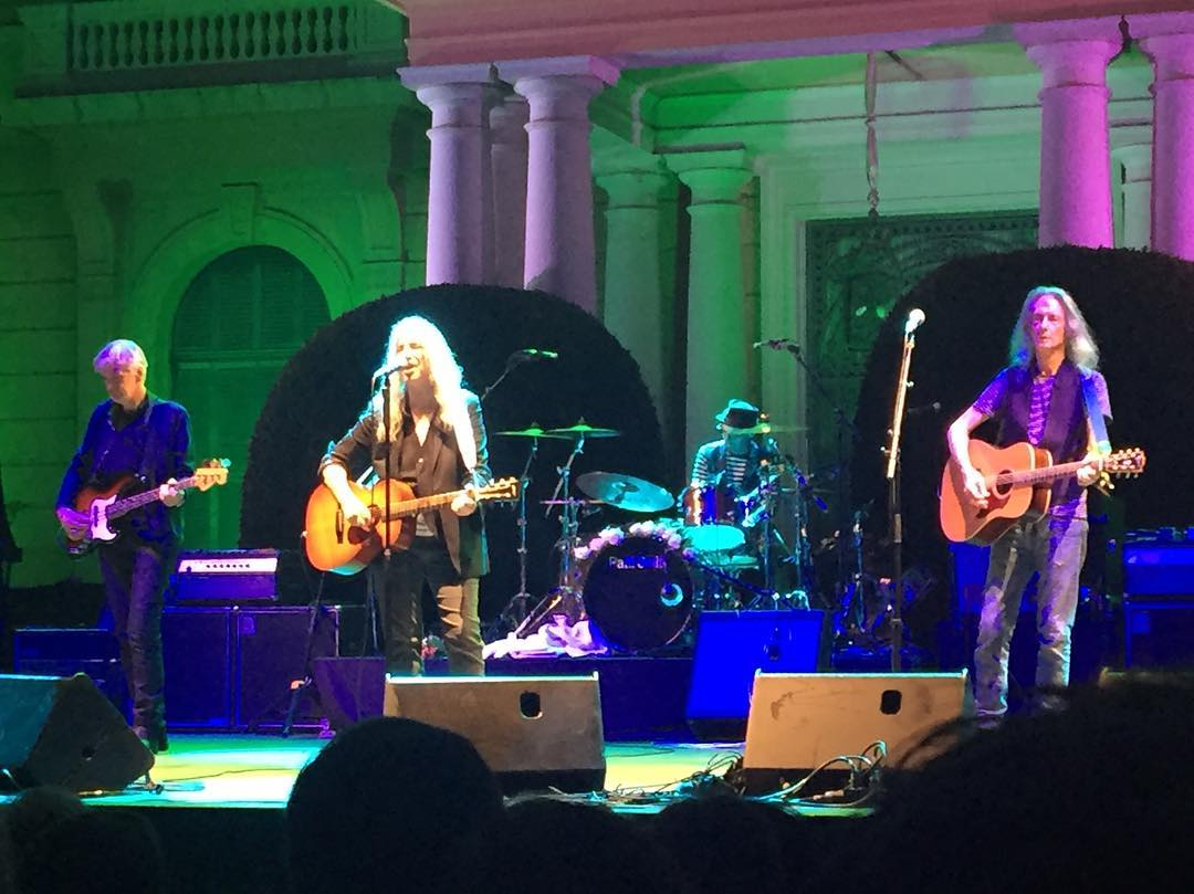 """Jesus died / For somebody's sins / But not mine"" #pattismith ahora en #directo Disfrutando ... #pattismith #jardinsdepedralbes #music #livemusic #barcelona #concert #seguraviudas"