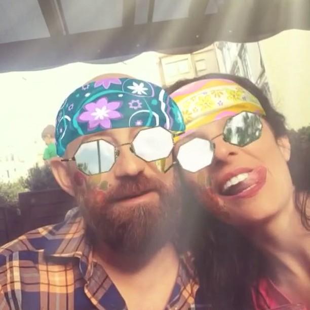 Somos hippies divertidos!! @bd_studio :)) Directora del vídeo, @lidiaguevara