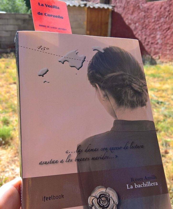 Tras leer #labachillera, dice @joriolco: lo puse en la estanteria de libros a releer. Que mejor forma de empezar unos dias de descanso en La Vecilla que disfrutando de una nueva lectura del libro con marcapaginas de este tranquilo pueblo leones.