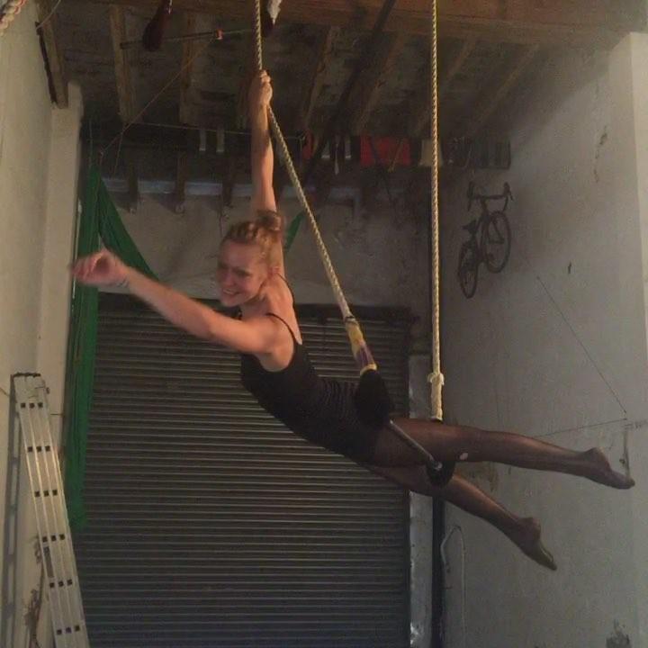 En La Felpa con Eva Clapp y sus acrobacias aéreas en el #trapecio
