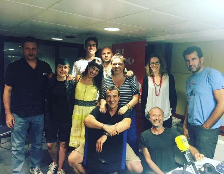 Equip i alegria a @lanit31416 :)) #reptehamburguesa #bollocksbar #burguerchallenge #burguer @la_ser #onfire #sercat #comunicacion #roseramills #31416lanitquenosacaba #radio #pichstich #risas #humor #tonimarin #pictoftheday #working #news #happyday #friends #moment #lanit131416