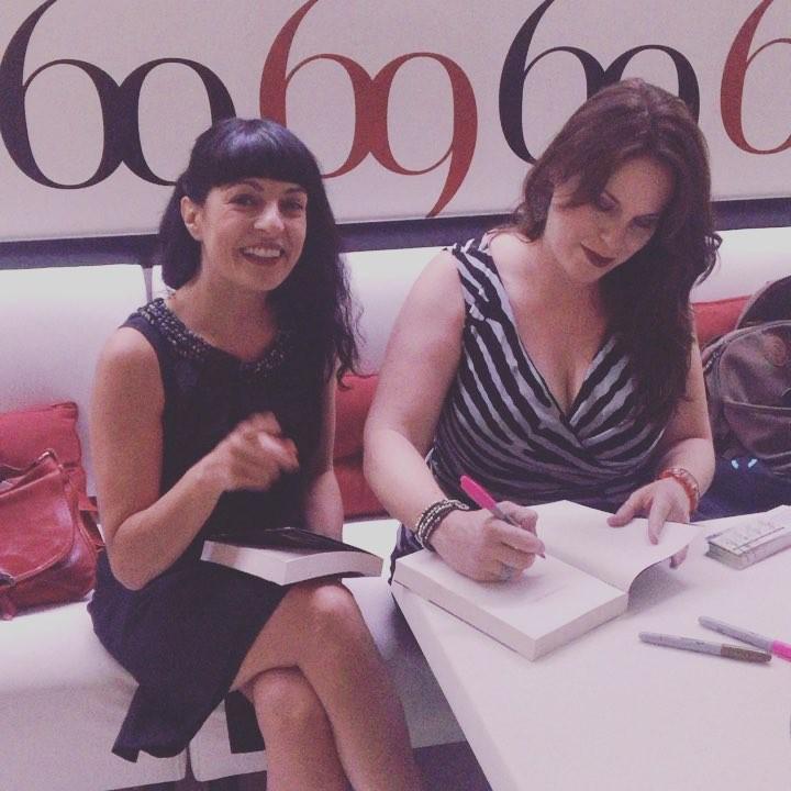 Ya estoy con @audreycarlan en Bruc 146, a las 19:30h empezamos la presentación, sorteos, cócteles... #calendargirl