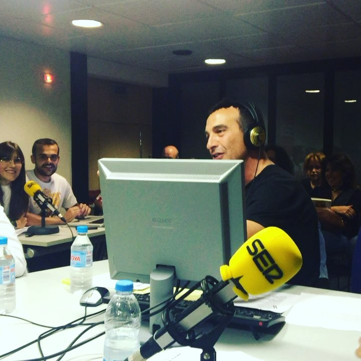 Connecteu!! Comencem @lanit31416 @la_ser #sercat #31416lanitquenosacaba #radio #risas #humor #tonimarin #pictoftheday #working #news #happyday #friends #moment #lanit131416